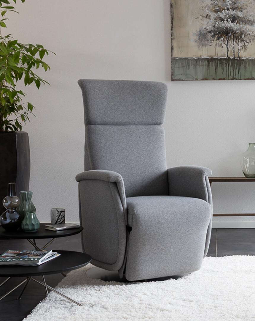 entspanntes sitzen in einem passenden sessel oder sofa sitzen. Black Bedroom Furniture Sets. Home Design Ideas