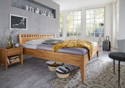 Bett Diana in Eiche massiv mit Komforthöhe